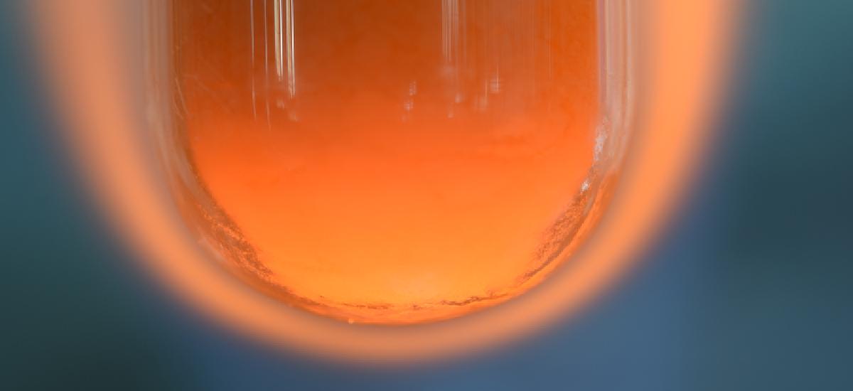 利用介電物質吸收微波可增溫的特性以增進化學反應的熱效能